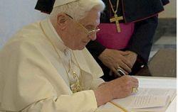 Benedicto XVI, firma